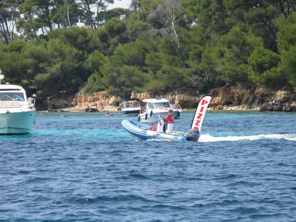 Pizza boat anchorage Îles de Lérins